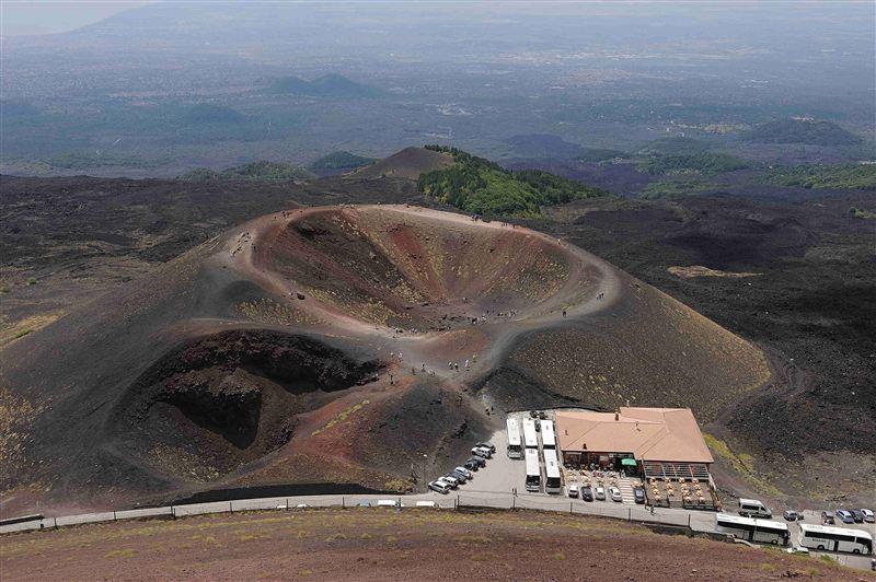 Hiking Etna superior